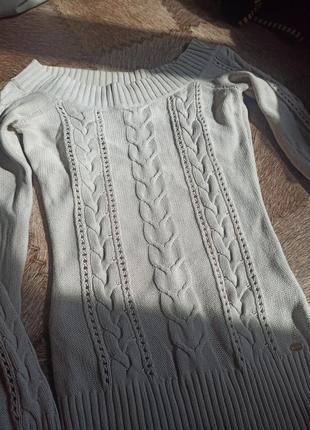 Нежный милый свитерок,легкий вязаный с красивыми плечами