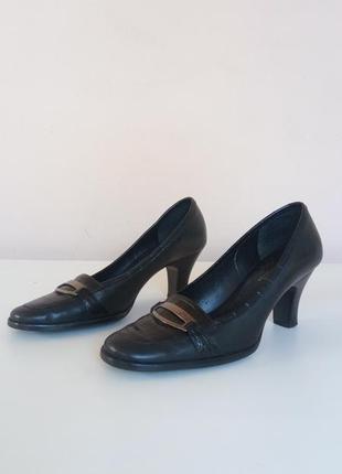Женские туфли на каблуке 40 размера из натуральной кожи
