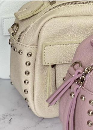 Сумочка женская с заклёпками чемоданчик кожаная с длинным ремешок через плечо кроссбоди genuine leather италия vera pelle розовая беж белая пудра