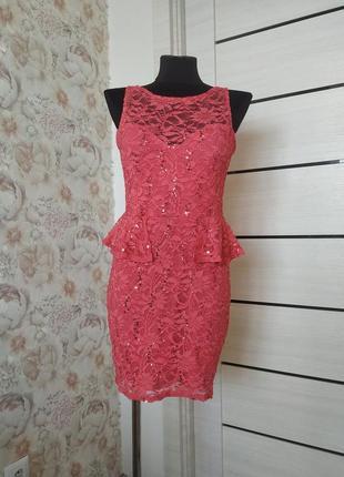 Вечерние платье расшито паетками