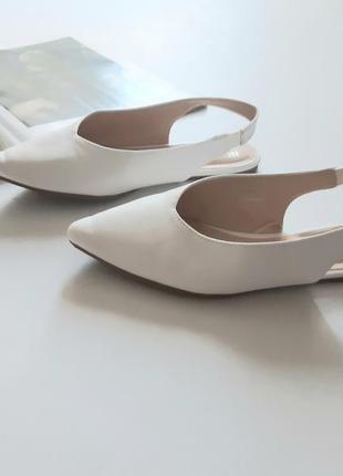 Красивые босоножки белые низкий ход 37.5