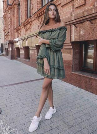 Воздушное платье изумрудного цвета