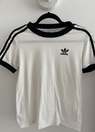 Продам женскую оригинальную футболку adidas!дешево