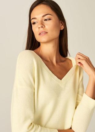 Желтый свитер mohito