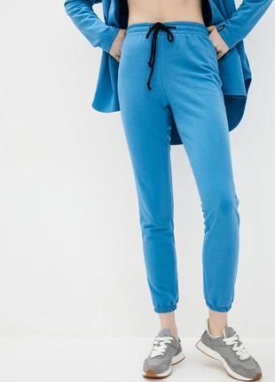 Трикотажные брюки джоггеры голубого цвета с манжетами