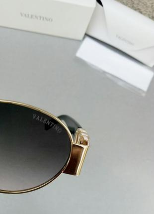 Valentino стильные женские солнцезащитные очки серо розовый градиент в золотом металле9 фото