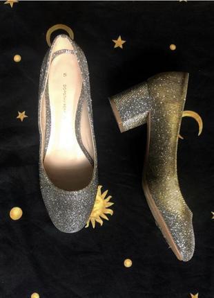 ❤️2=3❤️ серебристые туфельки с красивым золотым переливом