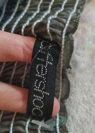 Платье сарафан серый интересный с декольте легкий в пайетках разноцветный в цветах5 фото