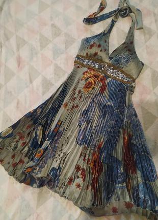 Платье сарафан серый интересный с декольте легкий в пайетках разноцветный в цветах4 фото