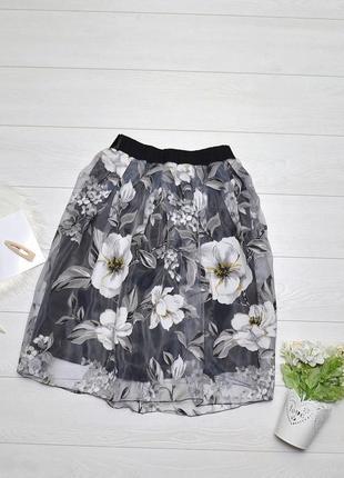 Неймовірно красива юбка в квіти.