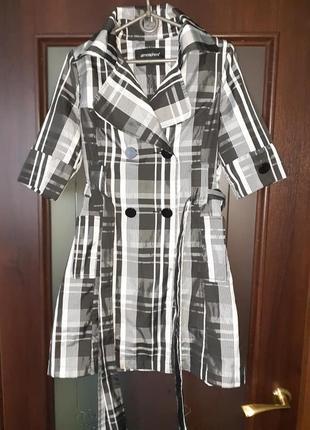 В наличии платье-кардиган р.42-44, тонкая легкая ткань. состояние нового.