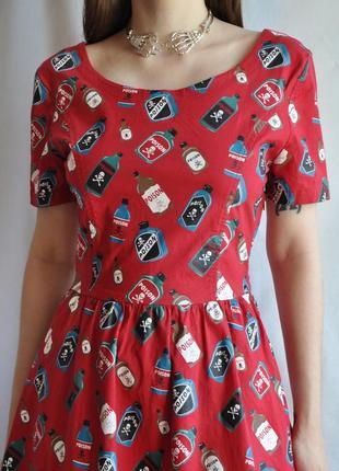 Оригинальное красное хлопковое платье с принтом  бутылка отрава poison винтажное готическое гот неформальное солнцеклеш яркое необычное dollskill