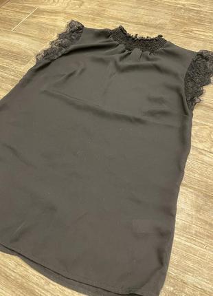 Шифоновая блузка с кружевными вставками