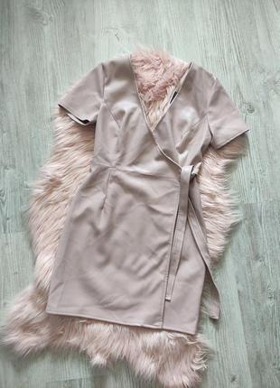 Пудровое платье на запах из экокожи кожи искусственной кожи2 фото
