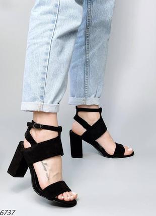 Женские черные босоножки на устойчивом каблуке