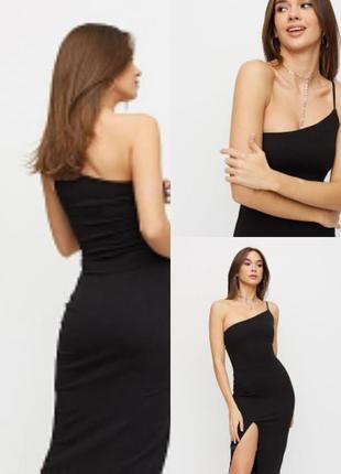 Чёрное трикотажное длинное вечернее платье макси style с разрезом на одной бретели