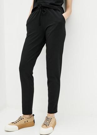 Черные трикотажные брюки с высокой посадкой и завязками на поясе