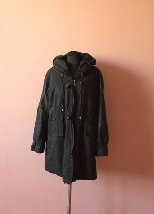 Куртка демисезонная чёрного цвета р-р 54.