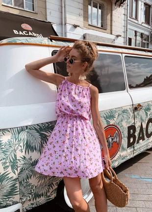 Платье летнее в цветочек с цветочным принтом приталенное на резинке короткое мини на тонких бретельках