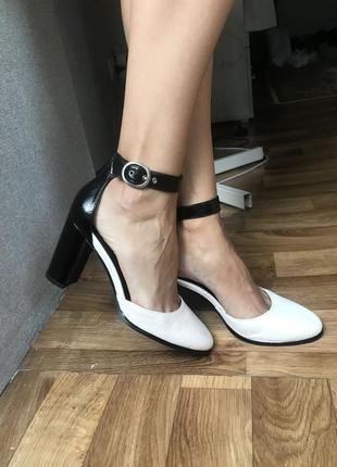 Очень красивые босоножки туфли next