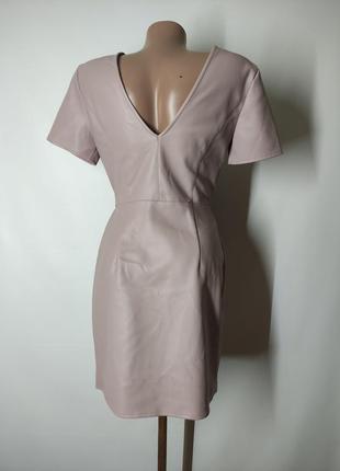 Пудровое платье на запах из экокожи кожи искусственной кожи7 фото