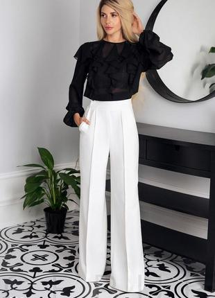 Белые широкие брюки-клёш, палаццо