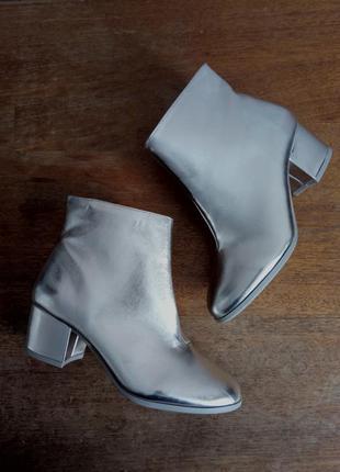 Серебристые ботиночки (серебро, металлик) на устойчивом каблуке