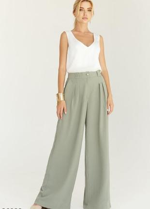Стильные оливковые  брюки свободного кроя с высокой посадкой и защипами спереди