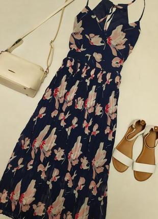 Очень красивое платье в цветах с плиссированной юбкой
