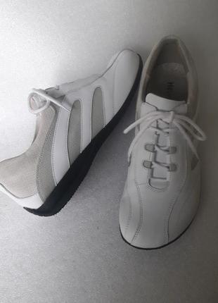 Helvesko дорогий швейцарський бренд повністю шкіряні кросівки на міцну ногу ідеальний стан