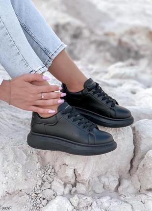 Кроссовки черные под маквин