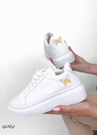 Шикарные кроссовки