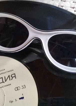 Солнцезащитные очки в ретро / винтажном стиле