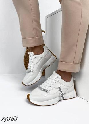 Женские кроссовки с цепью