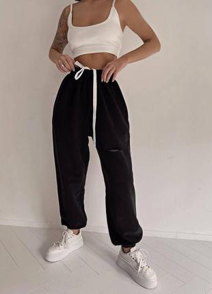 Красивые удобные женские черные спортивные штаны