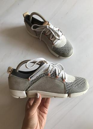Оригінальні кросівки clarks