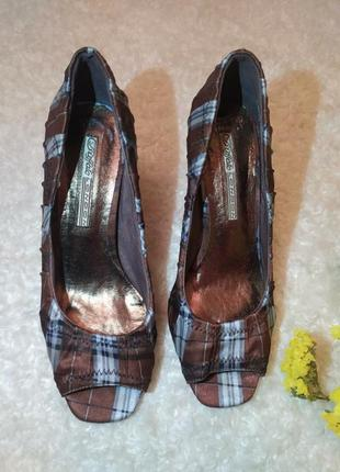 Туфлі з відкритим носочком 38р.