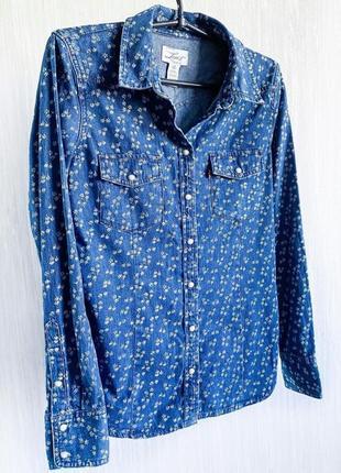 Крутая джинсовая рубашка в цветочек levis. оригинал.
