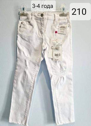 Модные белые джинсы для девочки
