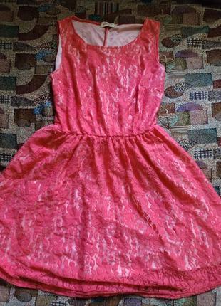 Нарядное платье цвета коралл