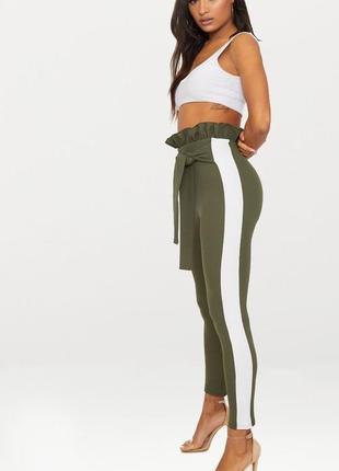 Зелёные штаны с лампасами