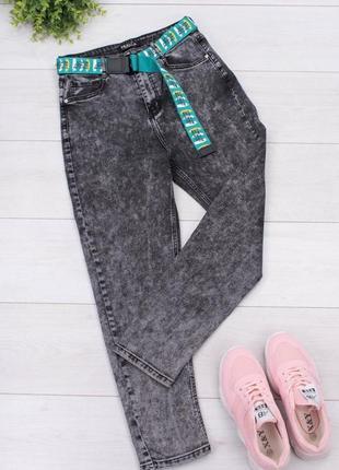 Серые джинсы мом