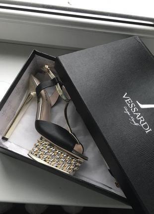 Кожаные туфли босоножки vessardi из натуральной кожи высокие на шпильке шпильках каблуке каблуках вечерние нарядные7 фото