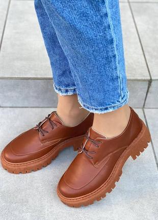 Кожаные модные туфли на шнуровке рыжего  цвета
