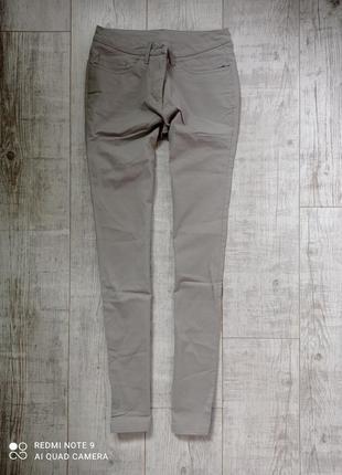 Женские серые приталенные штаны с високой посадкой приталенные в идеальном состоянии