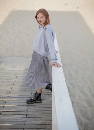 Базовая серая юбка миди10 фото