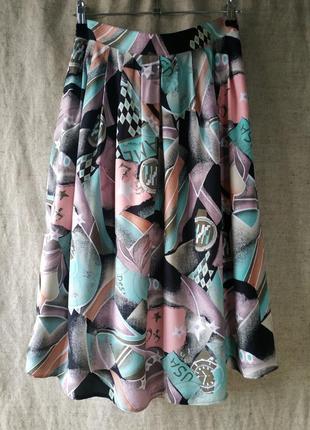 Модная юбка. актуальная длина миди, со складками.
