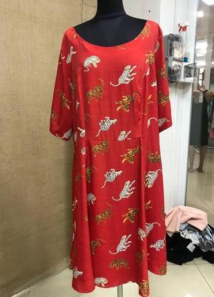 Красное батальное платье с тиграми