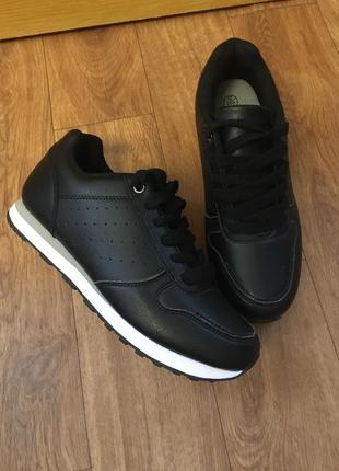 Удобные черные кроссовки кеды фирмы esmara