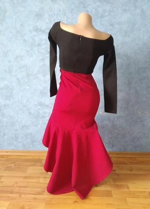 Шикарное вечернее платье со шлейфом и открытыми плечами3 фото